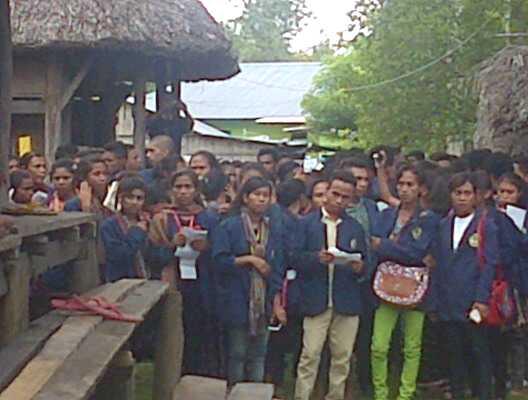 Mahasiswa Undana Kunjungi Pusat Kerajaan Wesei-Wehali,di Laran, Betun, Malaka