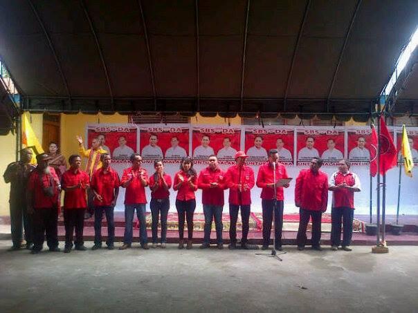 Tampak Ketua dan Jajaran Pengurus DPC PDI Perjuangan membacakan Ketupusan Partai, Dalam Deklarasi Paket SBS-DA.