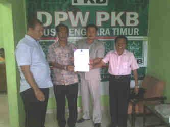 Ketua DPW PKB NTT Serahkan Rekomendasi Partai Kepada Paket Tabe.