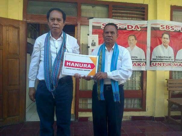 Pasangan SBS-DA menunjukan dukungan Partai Hanura dalam Pilkada Malaka.