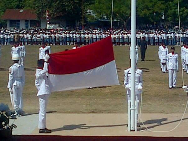 Upacara pengibaran bendera di Betun, Malaka.