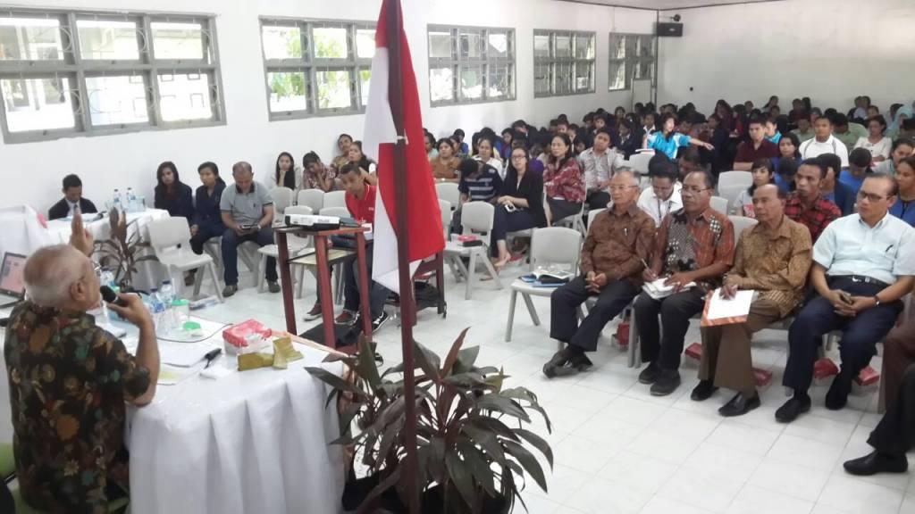 Abraham Paul Lyanto sedang menyampaikan materi sosialisasi Empat Pilar Kebangsaan pekan lalu.