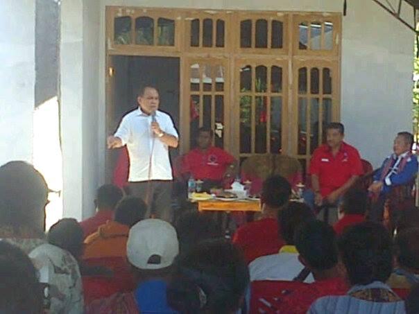 Ketua DPD PDI Perjuangan NTT, Frans Lebu Raya berbicara dalam Rakercabsus PDI Perjuangan Malaka, pagi tadi.