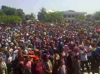 Massa pendukung SBS-DA