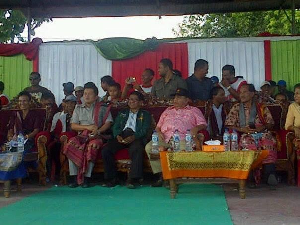 Tampak Ketua DPD Gerindra, Esthon Foenay mengikuti kampanye Paket Tabe.