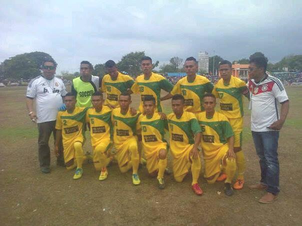 Tim dan pelatih serta official Persema Malaka pose bersama sebelum pertandingan semifinal Senin sore tadi.