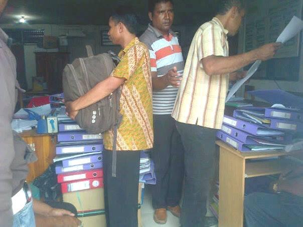 Para bendahara SKPD, Kades, Kasek terlihat sibuk mencairkan dana di Dinas PPKAD Malaka, jelang akhir tahun.