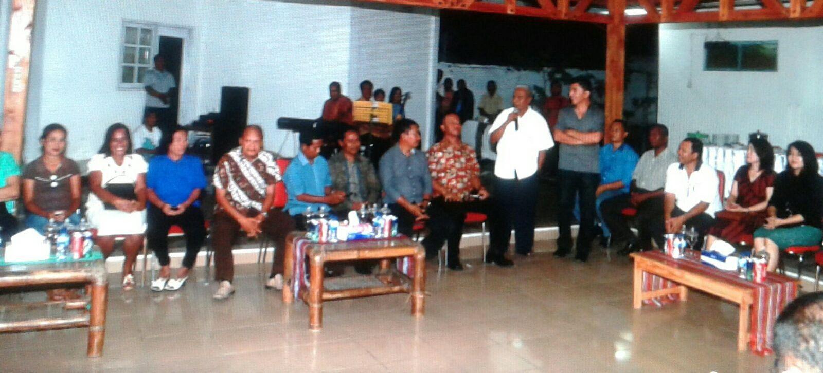 Wakil Bupati Belu terpilih, J.T Ose Luan sedang menyampaikan sekapur sirih, pada malam keakraban.
