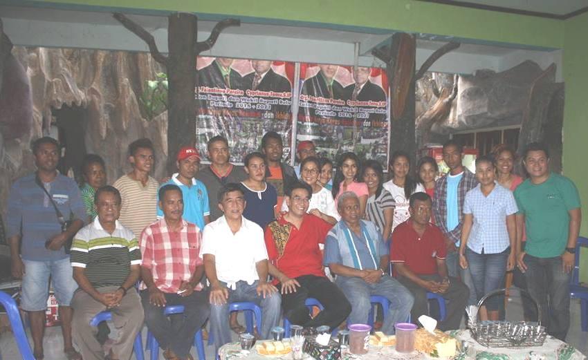 Paket Sahabat dan Cabup Fansmu serta tim pose bersama, Jumat pagi tadi.