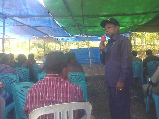 Tampak penjabat Bupati berdiskusi dengan masyarakat Rinhat, Malaka, NTT.