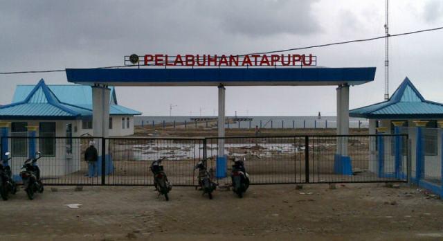 Pelabuhan Atapupu baru mulai rusak.