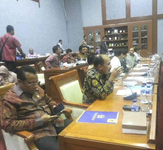 Jeriko mengangkat masalah Universitas PGRI Kupang, ketika melakukan raker dengan Menristekdikti.