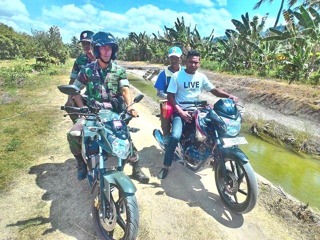 Anggota TNI dan staf Dinas Pertanian Malaka, pantau daerah irigasi Malaka.