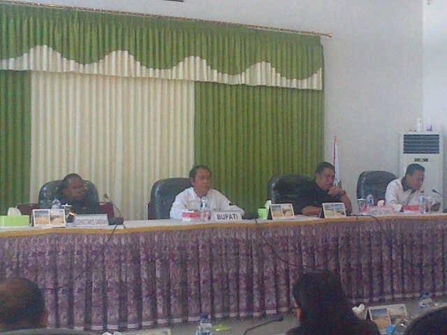 Bupati Malaka bersama hadiri sidang yang dipimpin Ketua dan Wakil Ketua DPRD Malaka, Senin pagi tadi.