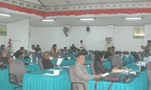 Tampak anggota DPRD Kota Kupang sedang mengikuti sidang paripurna.