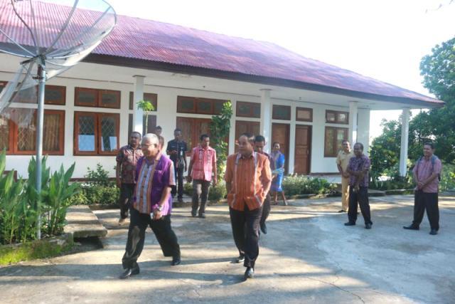 Wabup Belu, JT, Ose Luan bersama Sekda Petrus Bere sidak di kantor Bappeda Belu.