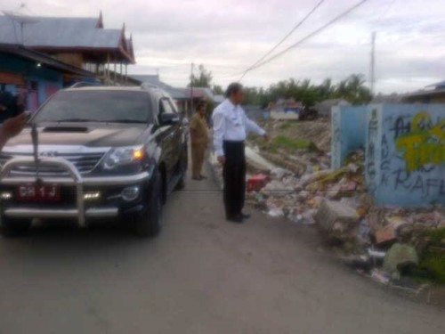 Bupati Malaka mendapati sampah berserakan di kawasan Pasar Baru Betun.