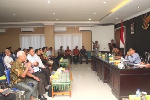 Wali Kota Kupang pimpin rapat untuk kaji kembali Happy Puppy Karaoke.