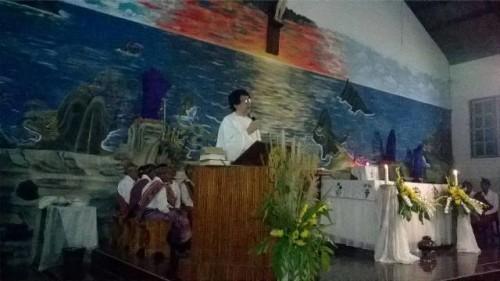 Rm. Marsel Bria Seran sedang memberikan Homili pada Misa Kamis Putih.