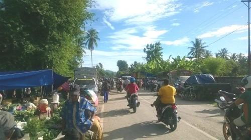 Kondisi Pasar Senin di Betun Amburadul.