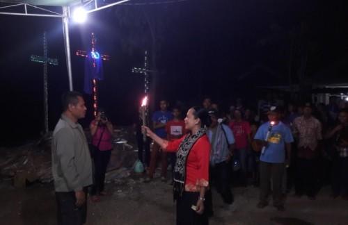 Pawai Obor Rayon 1 Jemaat GMIT Sion Oepura pada malam Sabtu (26/3), tepatnya di Jalan Salak Oepura.