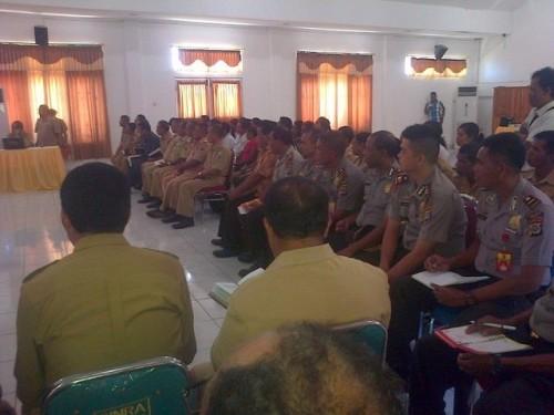 Para Kapolsek dan Camat mengikuti Rakor dengan Bupati dan Wakil Bupati Malaka terkait TKI illegal.