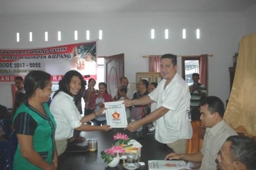 Merry Salouw mendaftar di Gerindra.