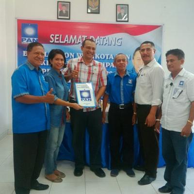 Veki Lerik daftar di PAN Kota Kupang.