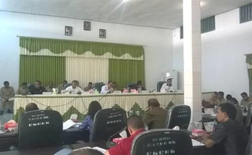 Pemkab dan DPRD Malaka ketika melakukan rapat konsultasi Rabu kemarin.