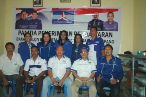 Pengurus Demokrat Kota Kupang pose bersama.
