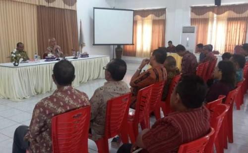 Anggota MPR RI, Abraham Paul Liyanto sedang memaparkan materinya dihadapan pemerintah dan masyarakat Malaka.