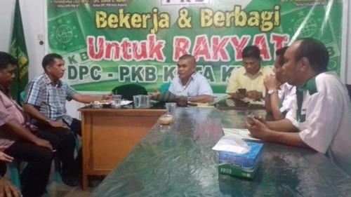 Tim Jeriko sedang mengambil formulir pendaftaran di PKB Kota Kupang.