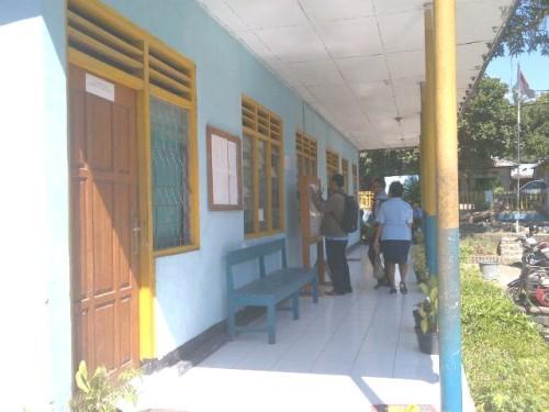 Loket PDAM Atambua tertutup karena karyawan mogok kerja.
