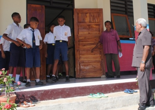 Bupati Kupang, Ayub Titu Eki meninjau SMP di Takari.