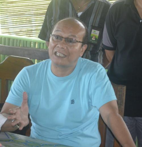 Victor Hutabarat saat memberikan keterangan pers terkait konser di Atambua besok.