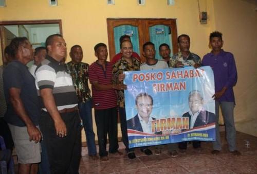 Jeriko bersama warga di Posko SAHABAT FIRMAN di Namosain.