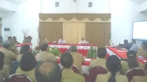 Bupati didampingi Wakil Bupati Malaka rapat bersama SKPD.