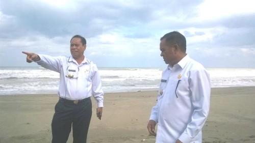 Bupati dan Wabup Malaka melihat Pantai...