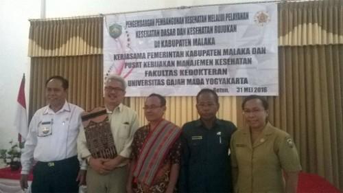 Bupati Malaka poses bersama ahli UGM, Sekda dan Plt Kadis Kesehatan Malaka.