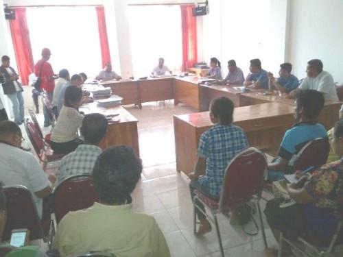 Komisi A DPRD Belu melakukan dialog dengan masyarakat Lasiolat.