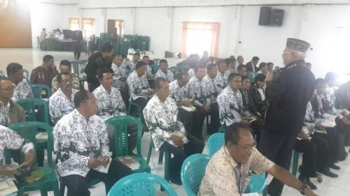 Senator, Paul Liyanto ketika melakukan RDP dengan masyarakat Manggarai, NTT.