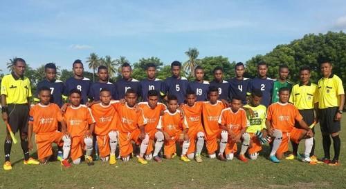 Tim Respec pose bersama tim SMA Fajar Timur sebelum pertandingan. Akhirnya, Tim Respec maju ke final.