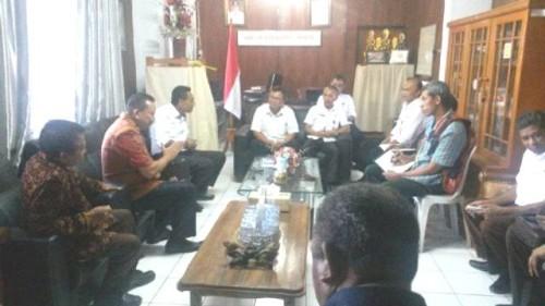 Komisi I DPRD Malaka sharing dengan Kadiscapilduk Minahasa.