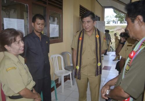 Bupati Belu dan DPRD diskusi dengan guru SMPN Kimbana.