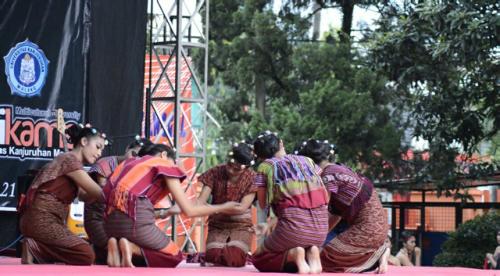 Mahasiswa Persmadar Perankan tujuh bidadari.