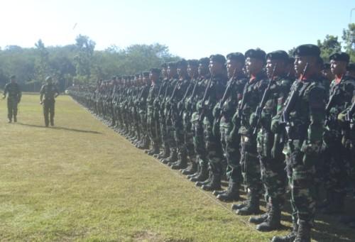 Pangdam periksa pasukan Raidersus 744/SYB.