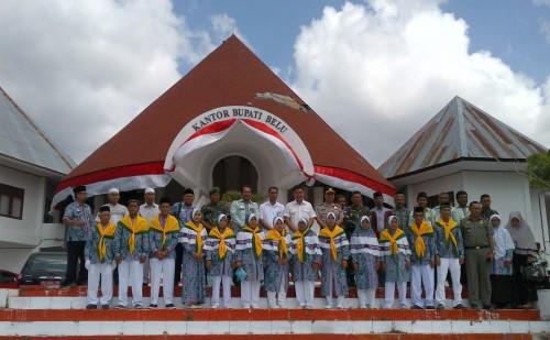 Pose bersama para calon haji dari Belu.