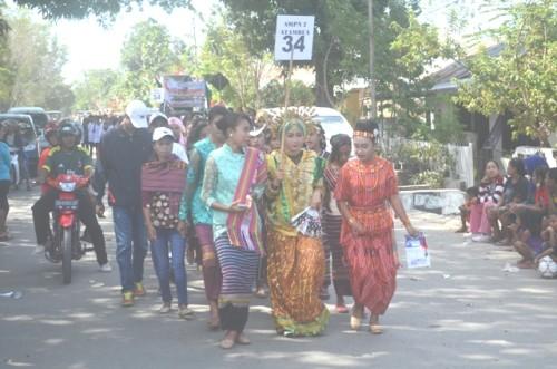 Siswa SMPN 2 Atambua ikut Karnaval.