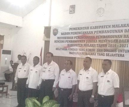 Bupati, Wabup, Sekda, Asisten I, Plt Inspektur Inspektorat dan Camat Malaka Tengah kenakan pin kejar WTP di Malaka.