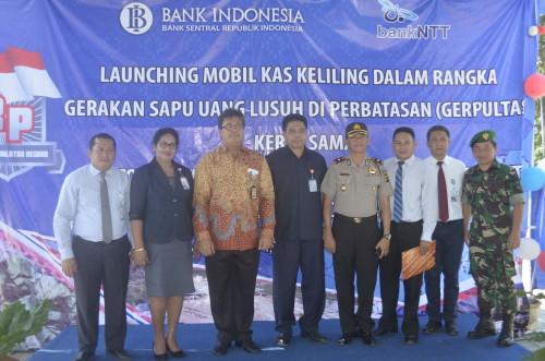 Kepala BI NTT dan Direktur Pemasaran Bank NTT serta Forkopimda Belu pose bersama.